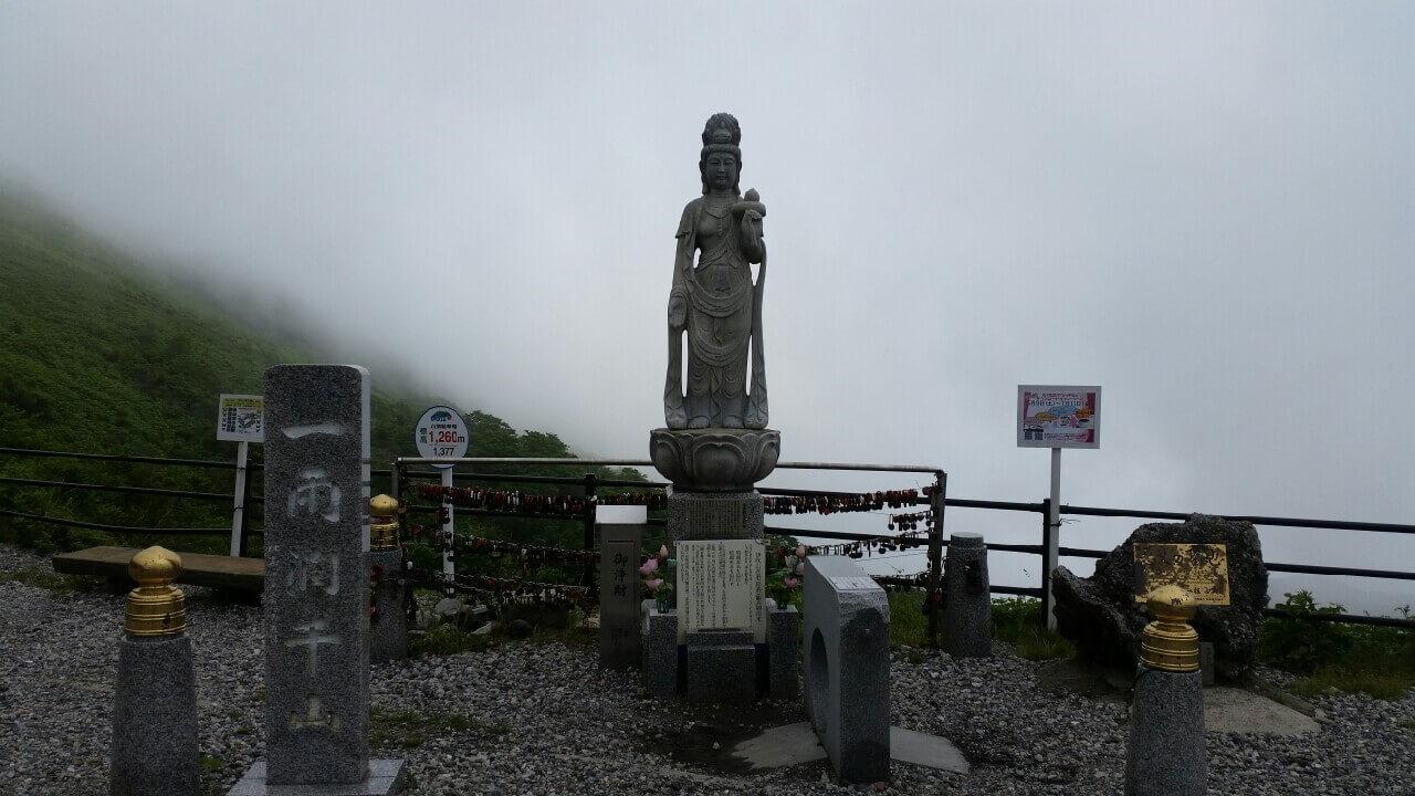 伊吹山謎の像